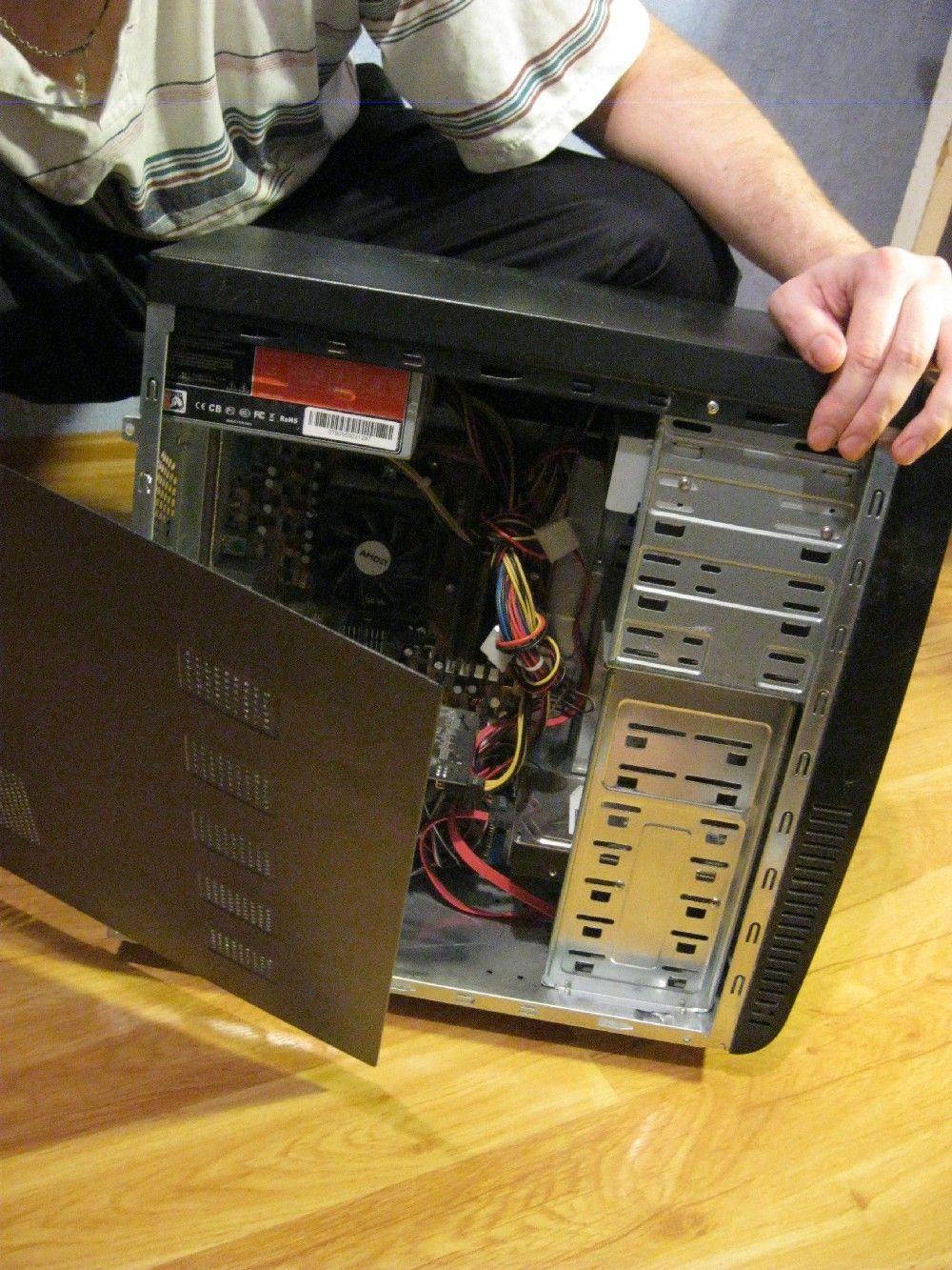 Снимаем боковую панель компьютера