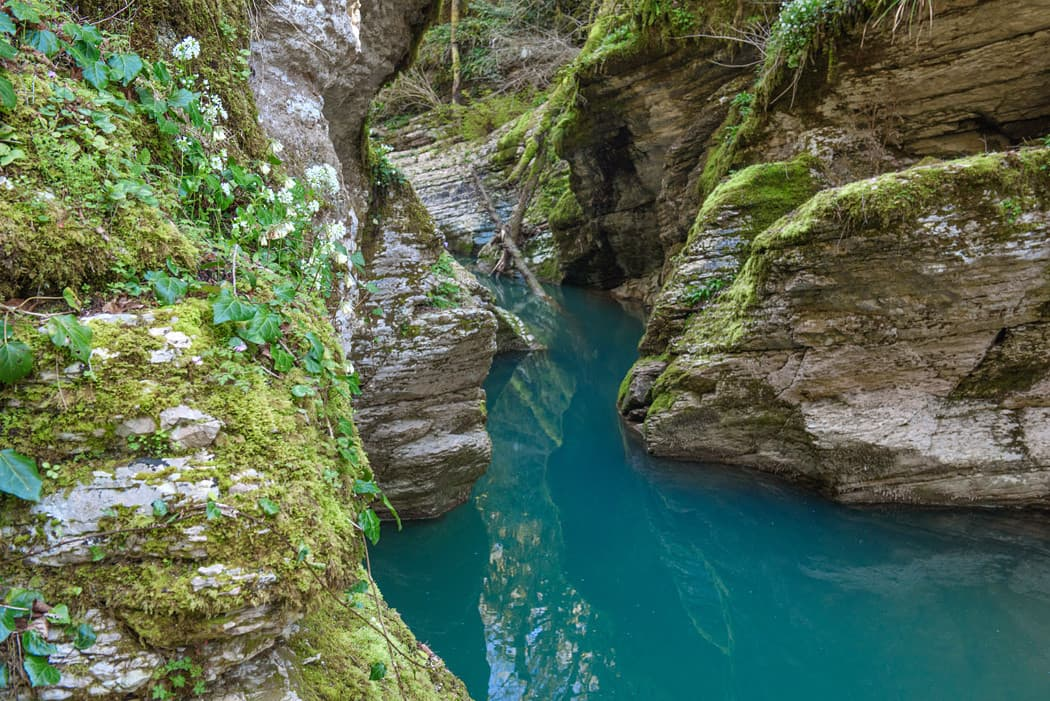 Мокрый и сухой каньоны реки Псахо